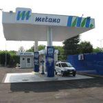 Come viene rifornito un veicolo alimentato a metano e quanto tempo si impiega?